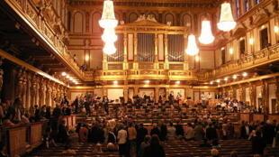 Khán phòng Vàng, tại trung tâm âm nhạc cổ điển Musikverein, Vienna, Áo.
