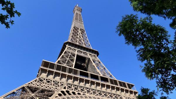 La Tour Eiffel à Paris, le 14 avril 2016