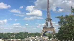 "Bà Đầm Thép ""Eiffel"", Paris."