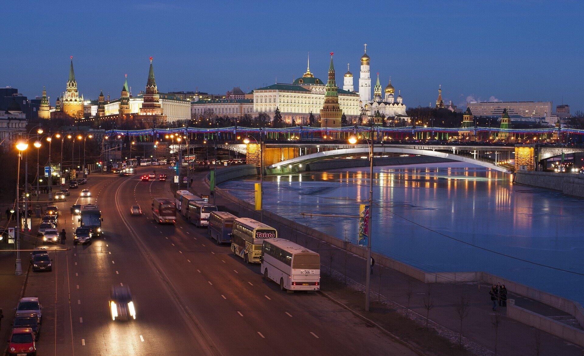 В МИД России заявили, что санкции являются лишь ответом на политику ЕС. В Евросоюзе продолжают требовать расследования отравления Навального