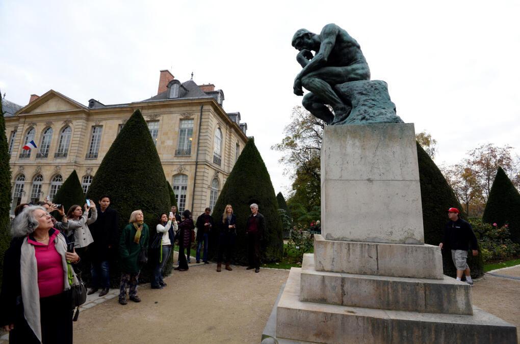 """Bức điêu khắc """"Người Suy Tư"""" trong khuôn viên Viện bảo tàng Rodin."""
