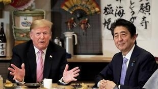 Rais wa Marekani, Donald Trump akiwa na mwenzake wa Japan Shinzo Abe wakati wa ziara yake nchini JapanTokyo, Japan May 26, 2019.