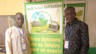 Des membres de la start-up de Mali Solar Initiative du Mali.