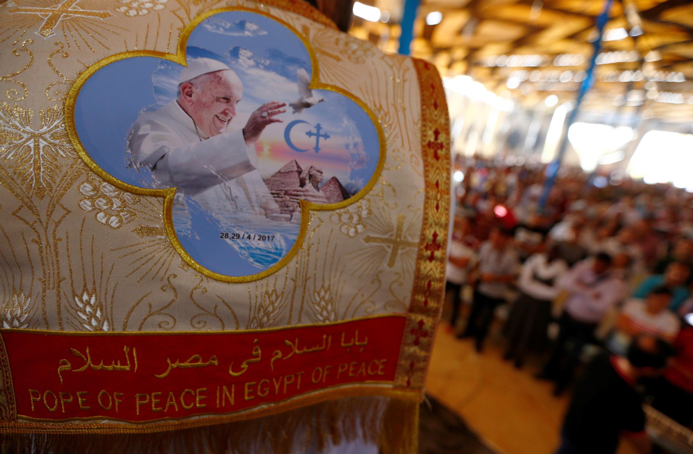 Imagem do papa Francisco durante uma missa, no Cairo, Egito abril 28, 2017.