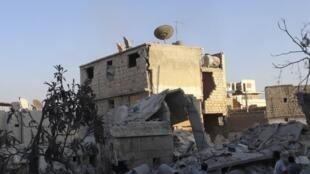 Ces bâtiments de Maaret al-Noomane ont été bombardé par l'aviation samedi.