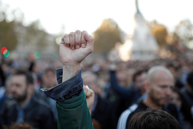 Agrupación contra la homofobia en la Plaza de la República, París, este 21 de octubre de 2018.