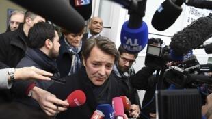 François Baroin répond aux questions des journalistes après la réunion au QG de campagne de François Fillon, le 7 février 2017.