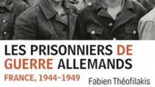 Prisonniers allemands (âgés de 12 à 17 ans), 1945.