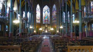 2021-04-06 paris church covid