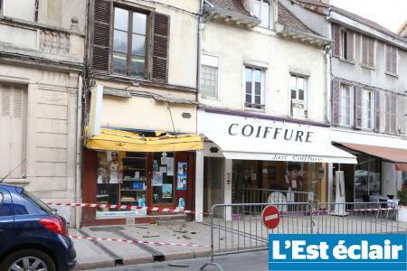 Foto do jornal L'Est Éclair mostra a fachada do prédio onde o garoto de programa brasileiro foi morto, em Troyes, no norte da França.