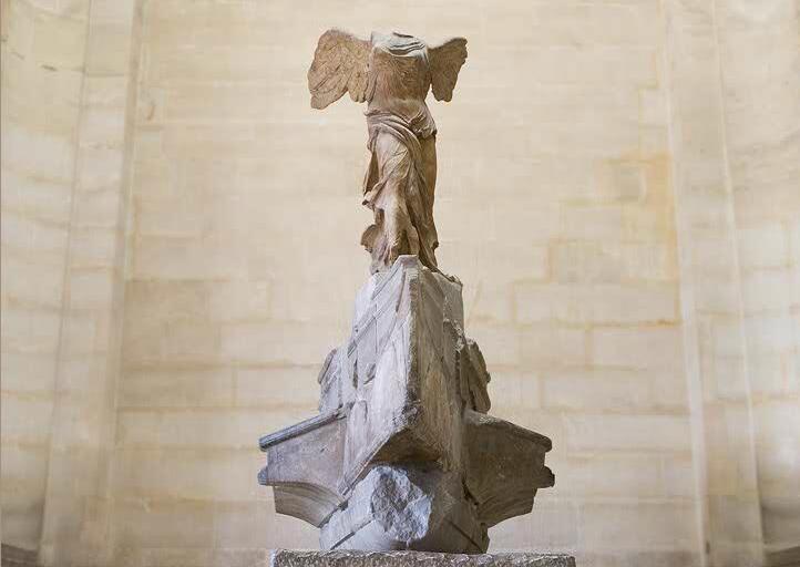 Ника Самофракийская в Лувре, Париж