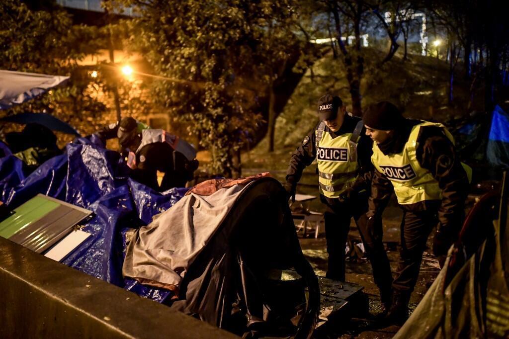 Эвакуация мигрантов на севере Парижа, ноябрь 2019.