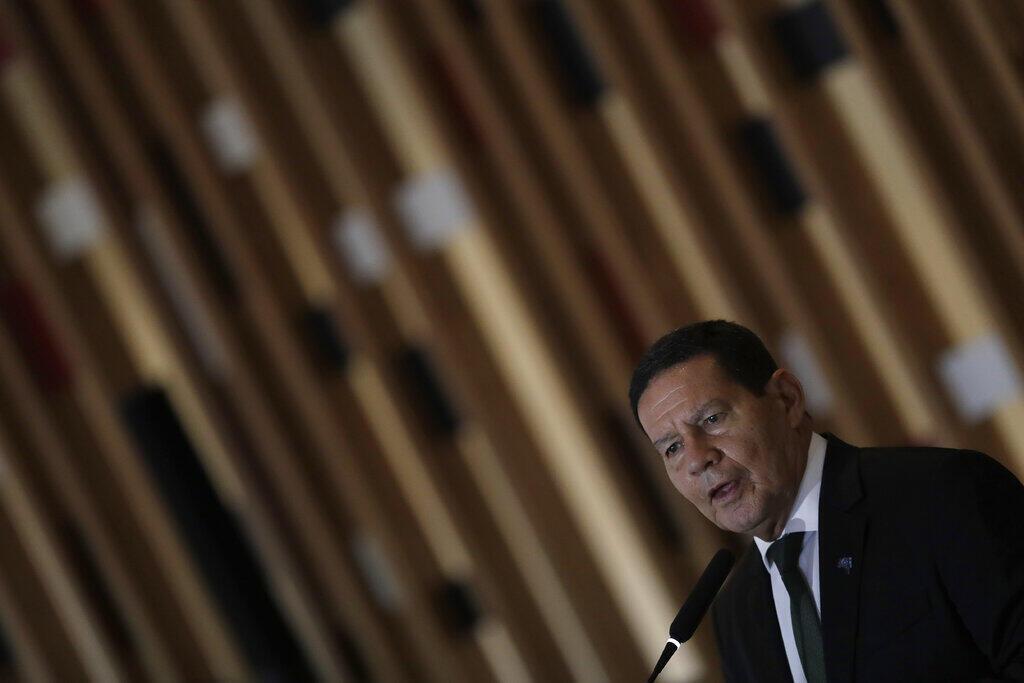 O vice-presidente Hamilton Mourão fala durante uma entrevista coletiva para apresentar um plano estratégico de ação em relação à Amazônia, no Palácio do Itamaraty, em Brasília, Brasil, terça-feira, 3 de novembro de 2020.