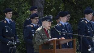 柏林纪念突破封锁70周年 被尊为英雄的98岁前美军飞行员霍尔沃森发言2019年5月12日柏林