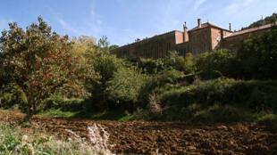 Le monastère Notre-Dame de l'Atlas à Tibéhirine où les sept moines français ont été enlevés en 1996, en Algérie.