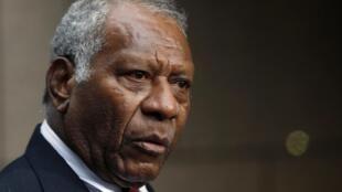 Baldwin Lonsdale, le président du Vanuatu, espère ne pas avoir à convoquer de nouvelles élections alors que la moitié de son gouvernement est condamnée à des peines de prison allant jusqu'à 4 ans.