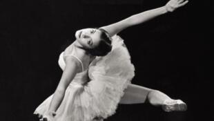 Tapa del libro 'La Ballerine & El Comandante'.