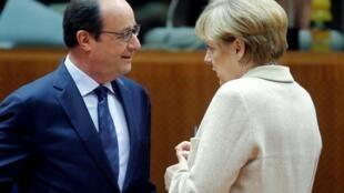 A chanceler da Alemanha, Angela Merkel, e o presidente francês,François Hollande em Bruxelas. Outubro de 2014.