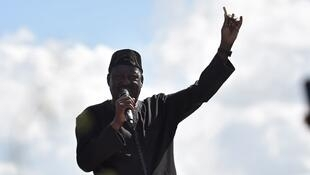 Raila Odinga addresses his supporters in Umoja, Nairobi on 28 November 2017.