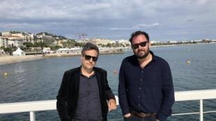 Kléber Mendonça Filho e Juliano Dornelles (à direita) na 'Croisette', pouco antes da estreia mundial de Bacurau em Cannes.