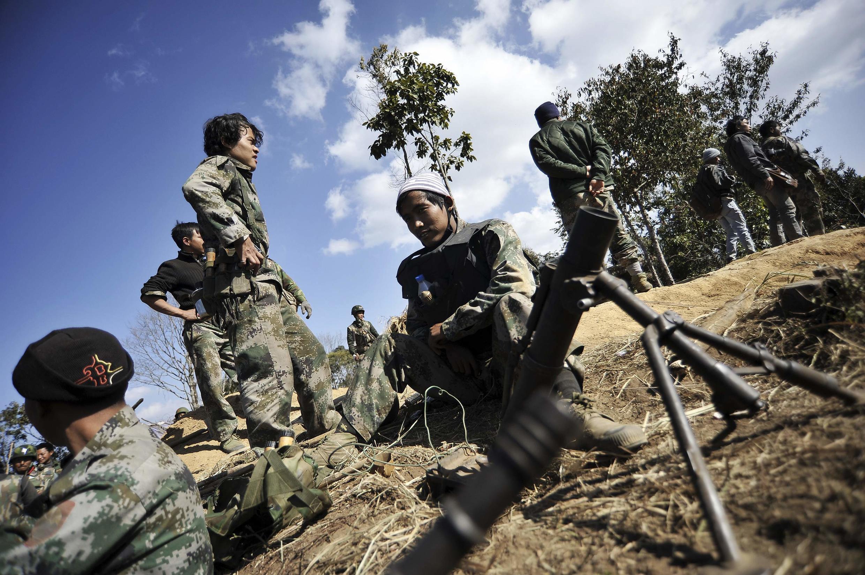 Quân lực lượng Kachin (KIA) trong một cuộc giao tranh tại bang Kachin hồi năm 2013.