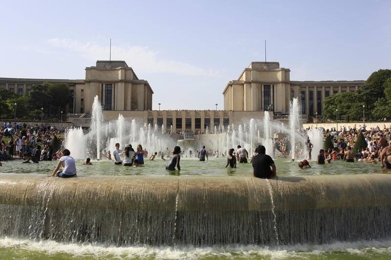 Fonte do Trocadeiro, serve como área para se refrescar nestes dias de calor intenso.