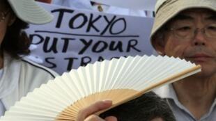 Lors d'une manifestation contre la présence américaine sur l'île d'Okinawa, le 8 novembre 2009.