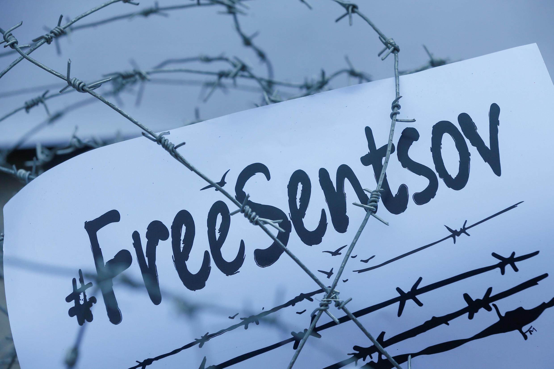 Акция с требованием освобождения Олега Сенцова прошла 21 августа в Киеве перед зданием посольства РФ