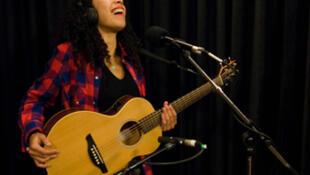 Flavia Coelho au studio 136