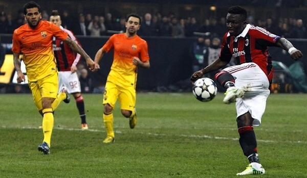 Kiungo wa AC Milan Sulley Muntari akifunga goli la pili kwenye mchezo wa Ligi ya Mabingwa Barani Ulaya dhidi ya Barcelona