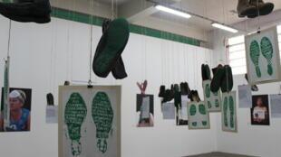 Huellas verdes para simbolizar la esperanza de encontrar vivos a los desaparecidos.