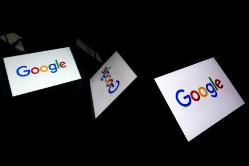US tech giant Google has been ordered by French regulators to negotiate with French news publishers to compensate them for displaying their content.