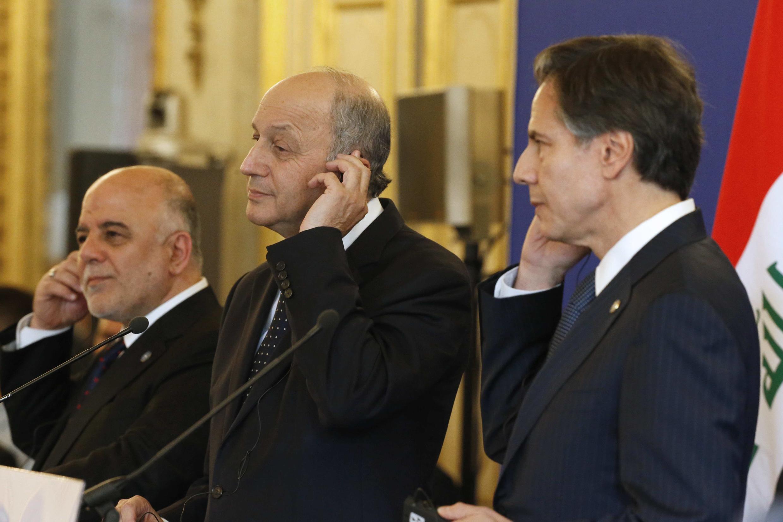 Премьер-министр Ирака Хайдер Аль-Абади, министр иностранных дел Франции Лоран Фабиус и первый заместитель госсекретаря США Энтони Блинкен, Париж, 2 июня 2015.