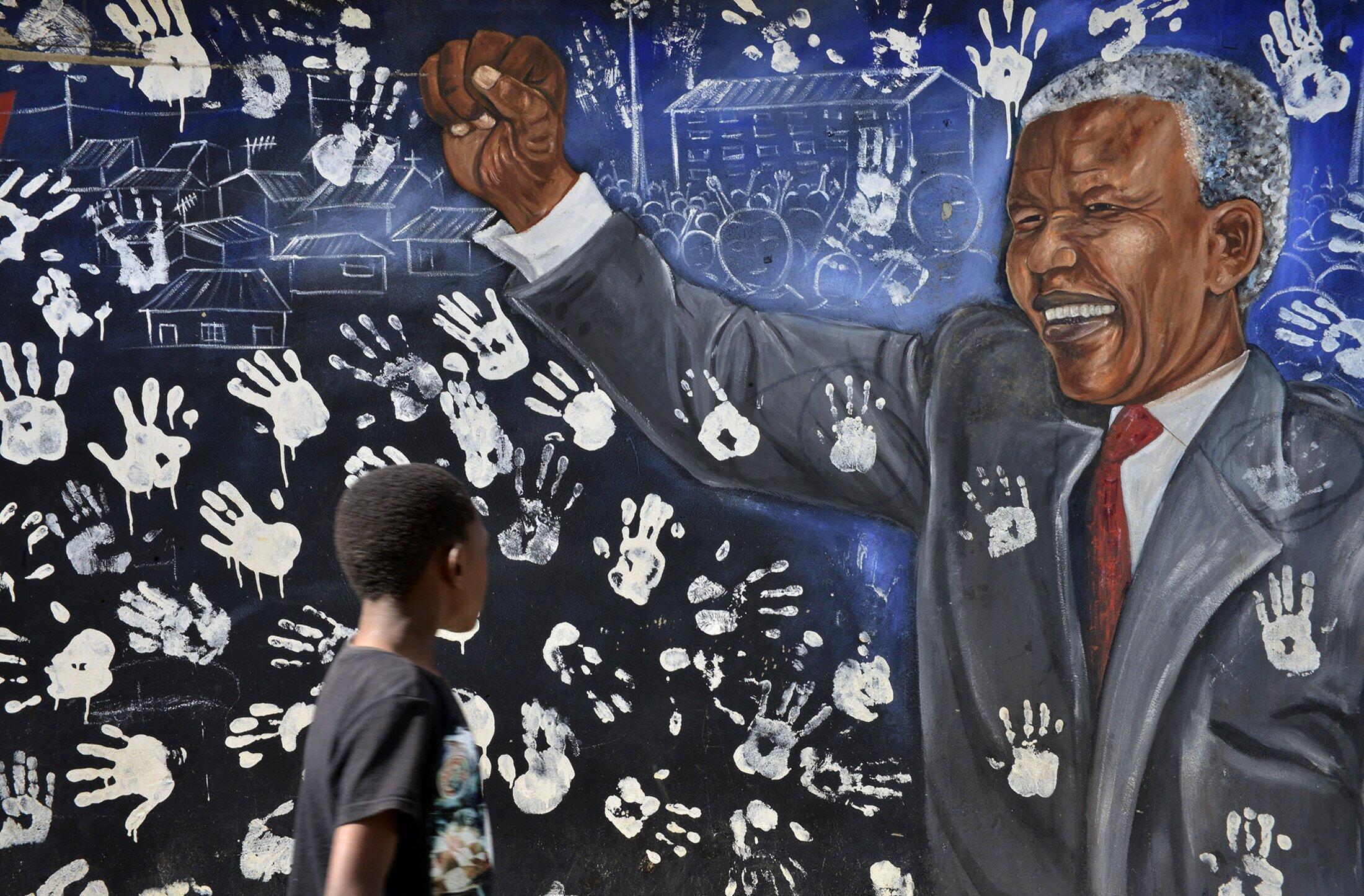 Fresque de Nelson Mandela à l'exterieure de la maison où l'ancien leader de l'ANC avait vécu à Alexandra, un township à Johannesburg, Afrique du Sud.