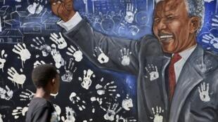 Mural de Nelson Mandela en Soweto, Sudáfrica.