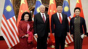 Thủ tướng Malaysia Najib Razak và phu nhân Rosmah Mansor gặp chủ tịch Trung Quốc Tập Cận Bình cùng phu nhân Bành Lệ Viên tại Nhà khánh trung ương, Bắc Kinh, ngày 03/11/2016.
