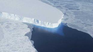 El glaciar Thwaites, visto en una foto no fechada de la NASA.