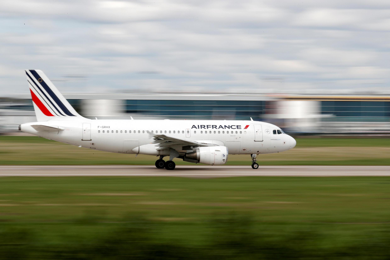 Avião da Air France decola do aeroporto de Orly,em 10 de abril de 2018.