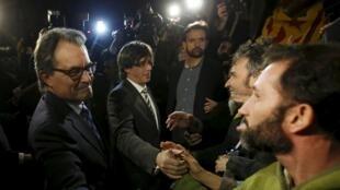加泰罗尼亚新领导人与追随民众见面