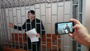 Оюб Титиев на заседании суда 4 мая, Грозный.