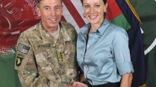 Foto de Petraeus con su biógrafa y amante, Paula Broadwell.