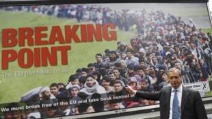 """Áp phích của lãnh đạo đảng Ukip, tuyên truyền ngăn chặn dòng người nhập cư, bị lên án là """"kỳ thị chủng tộc"""". Áp phích được công bố ngày 16/06/2016, ít ngày trước trưng cầu dân ý."""