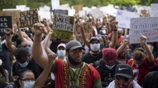 Des dizaines de milliers de personnes ont participé à la marche en hommage à George Floyd à Houston, le 2 juin 2020.