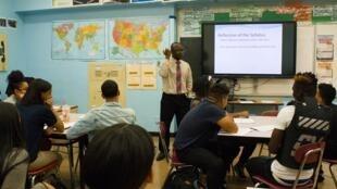 Alhassan Susso, dans sa classe du lycée international public du Bronx.