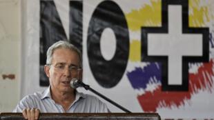 """O ex-presidente colombiano Alvaro Uribe (2002-2010) defendeu o """"Não"""" ao acordo de paz."""