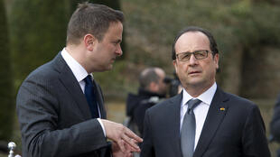 French President François Hollande (R) with Luxembourg's Prime Minister Xavier Bettel on Friday