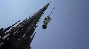 A statue of St John is removed from Notre-Dame by a crane before the restoration work in Paris, 11 April, 2019.