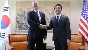 美國對朝特別代表比根與韓國外交部半島和平交涉本部部長李度勳資料圖片