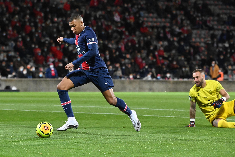 L'attaquant du Paris-SG, Kylian Mbappé, auteur d'un doublé lors du match de Ligue 1 à Nîmes, le 16 octobre 2020