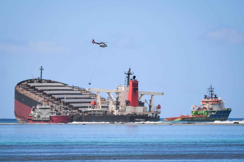 Après la marée noire à Maurice, la crainte est désormais de voir le navire se briser dans les eaux.